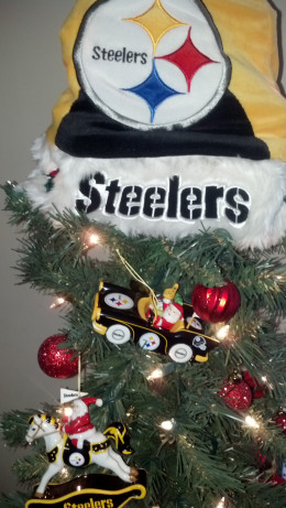 Decorate your tree with your favorite team ornaments!
