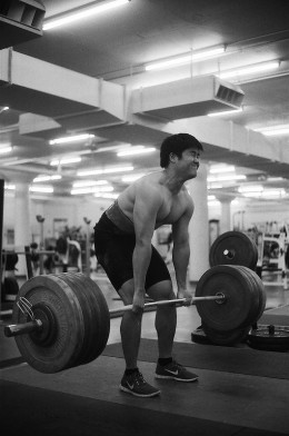 Unlike the regular deadlift, the stiff-legged deadlift is done with straightened legs.