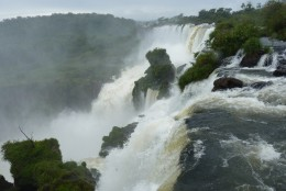 The crest of a portion of Iguazu Falls