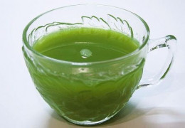 A glass of green juice a day gives you a healthy life.