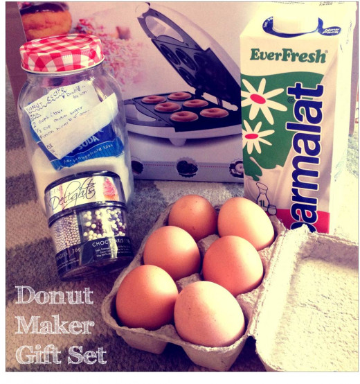 Donut maker gift set: cheap and easy gift idea