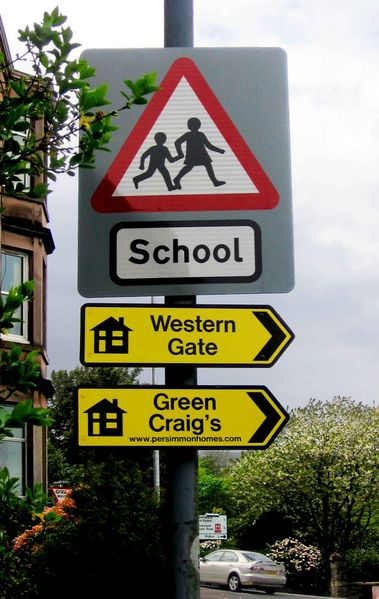 A sign showing the way to Green Craigs with a pointless apostrophe