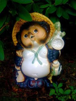 Popular Japanese souvenir: Tanuki Statue