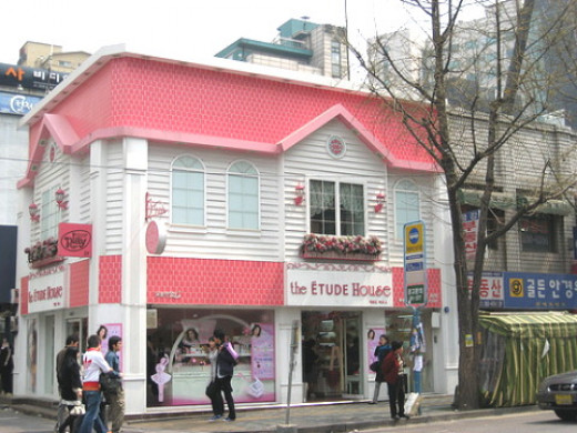 An example of a stand alone Etude House shop.