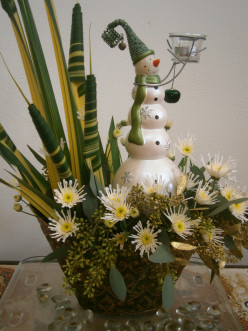 Fresh Christmas Centerpieces--Pictures and Examples
