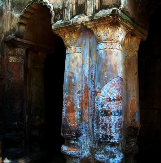 Corinthian type of pillars; Bonkati