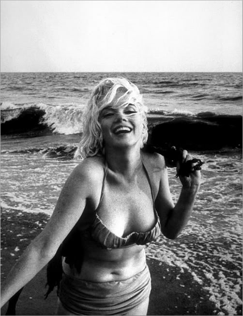 Marilyn Monroe is 1960s swimwear and looked great!