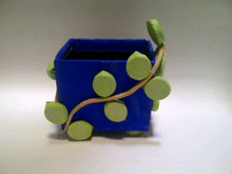 The result: A pencil holder twinned by an ivy.