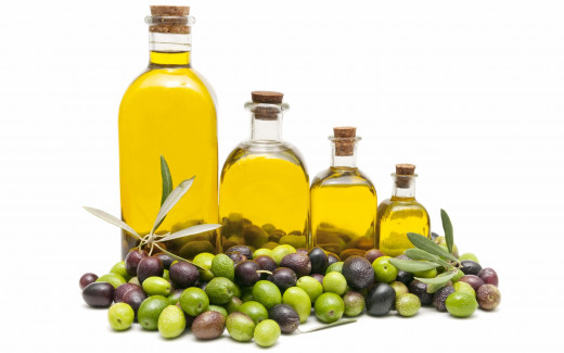 Olive oil can come in a variety of shades, and many believe the darker the oil, the higher the quality. This is not the case, so make sure you read the bottle to make sure its up to your standards before buying!