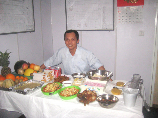 Travel Man as cook on board ship during New Year's celebration (Photo Source: Ireno A. Alcala)
