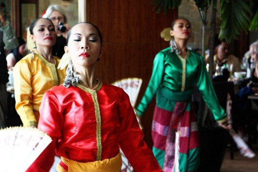 Filipino Folk Dance: The Fan Dance