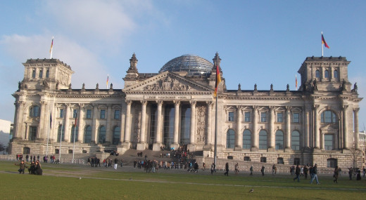 Tourists outside the Reichstag building