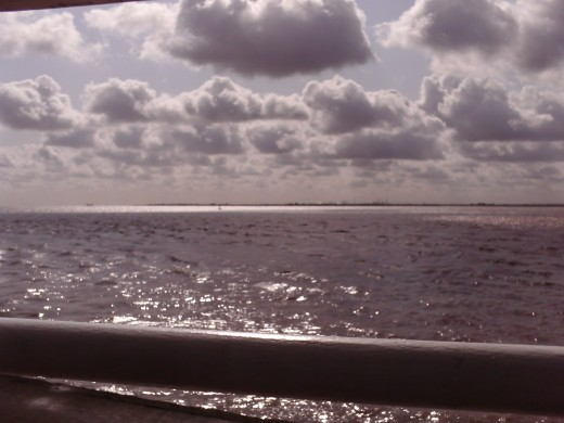 A picture of the river humber on a once sunny day on the river of poo.