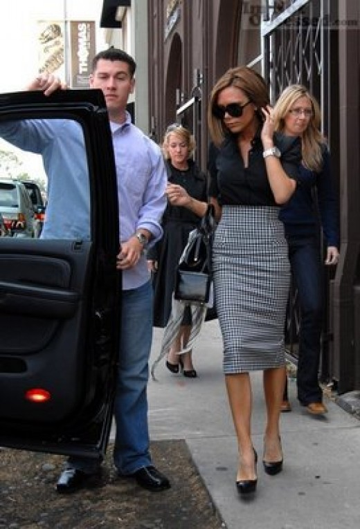 The icon of style Victoria Beckham as always looks perfect. Her combination of choice is black shirt and a high waisted checked skirt.