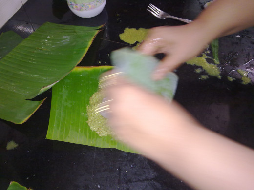Folding the banana leaf