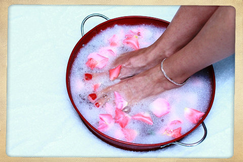 Soothing Sweet Vanilla Heaven Foot Bath with Rose Petals