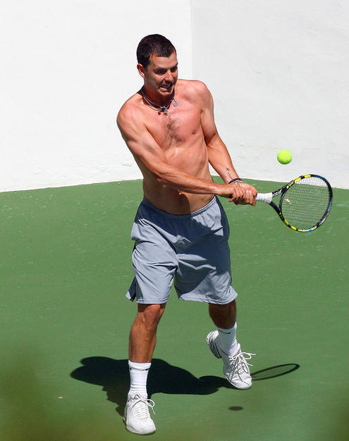 Gwen Stefani's hubby Gavin Rossdale working out on the tennis court.
