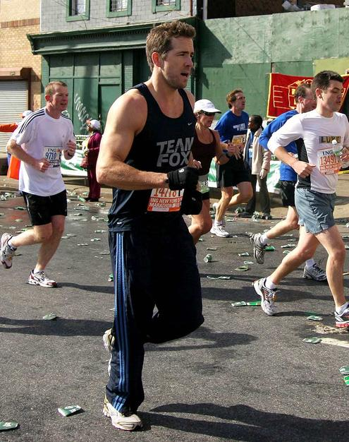 Ryan Reynolds is looking unbelievably hot. He was running the New York City marathon last November to raise money and support for Parkinson's Disease was even hotter.