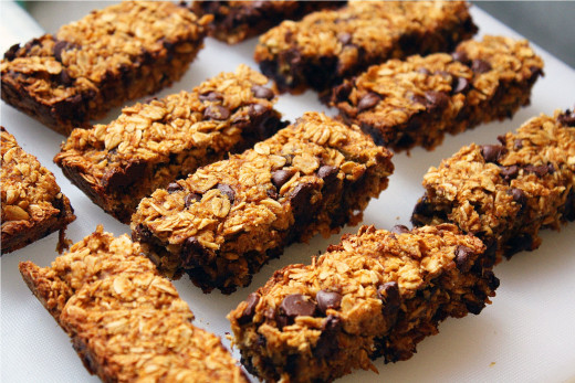 These chocolate chip granola bars are so easy that you can make them yourself!