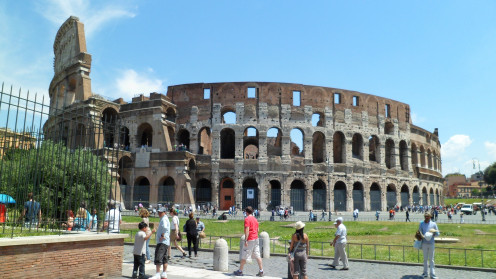 Purchase the ticket online so you won't have to wait in the long queue to see the Colosseo