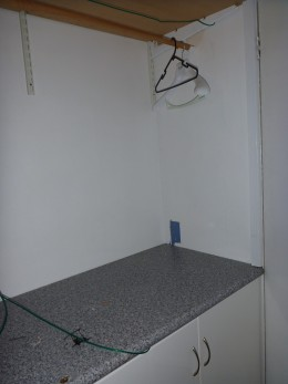 DIY: Laundry/ Drying Room: The bench, the bar to hook up the clothes.