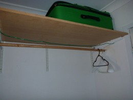 DIY: Shelf, with the bar and line for hanging washing.