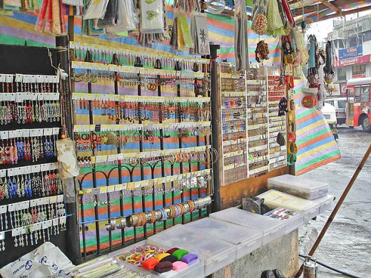 A jewelery stall on Bandra linking road