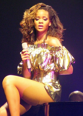 How to Look Like Rihanna. Sexy Legs.