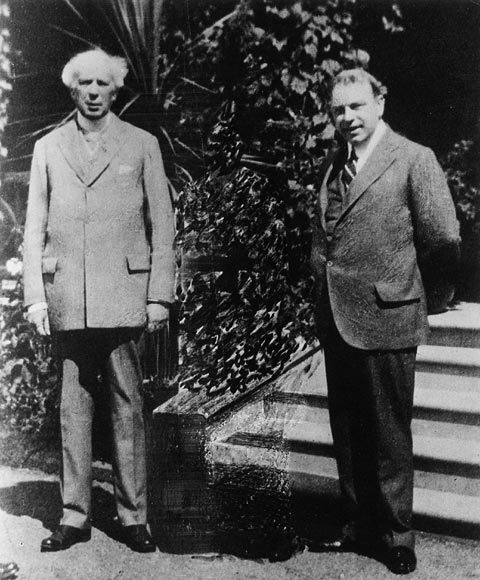 Sir Wilfrid Laurier (left) and William Lyon Mackenzie King, 1915