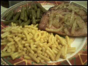 Ham with caramelized onions, green beans and mac-n-cheese.