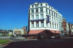 The Hôtel de l'Univers, at the junction of rue des Guillemins and rue du Plan-Incliné, Liège.