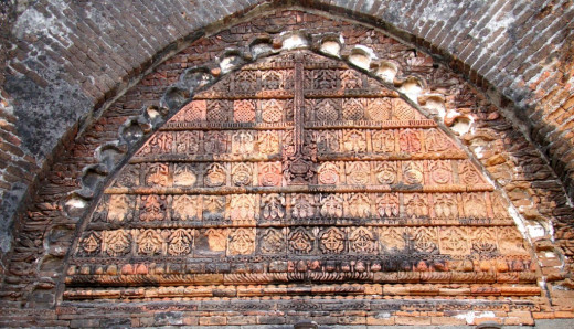 Geometric design in the tympanum; Adina mosque 9