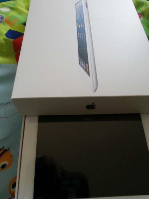Opening the new iPad 4 box and unleashing the power