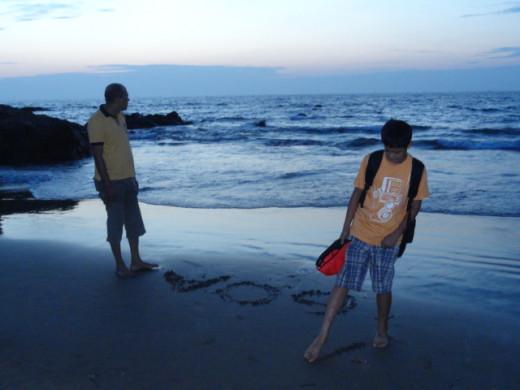 Reet and Apurba: enjoying wet sand in their feet
