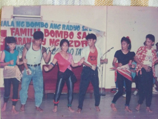 Travel Man (extreme right as you see it, wearing red/white dotted polo shirt) along with other drama talents as part of Bombo Radio campaign (Photo Source: Ireno Alcala)