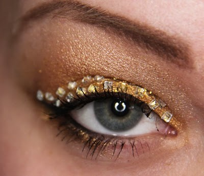 Glitter and glamor at its best - an absolutely stunning eye makeup