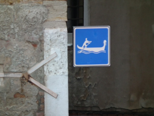 Be careful!!! Gondolas are coming this way.