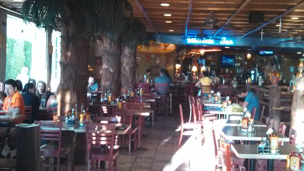 Cheeseburger in Paradise: Family-Friendly Restaurant in