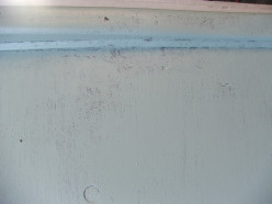 How to Do a Distressed Finish on New Wood for a Rustic Look
