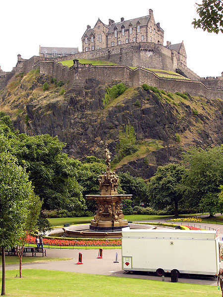 The Famous Edinburgh Castle But where is it situated?
