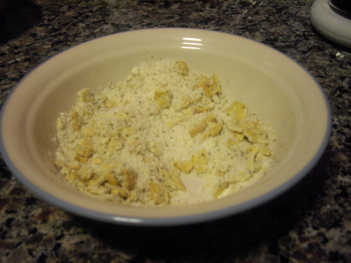Parmesan cheese, crushed crackers, pepper and Italian seasoning make this crunchy topping