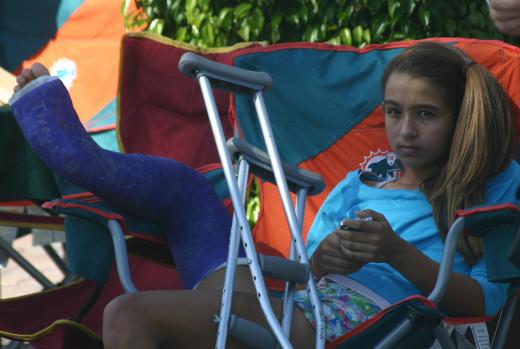 How Sad! She has a broken leg.