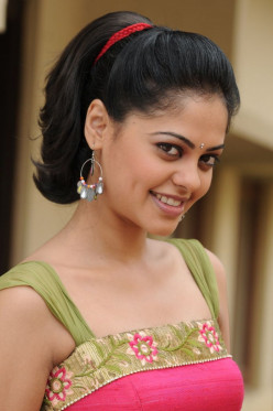 Photos of Beautiful Indian Actress Bindu Madhavi -- Tamil and Telugu Film Star
