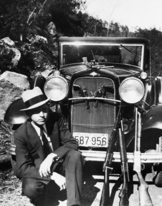 Clyde Barrow, his Ford, and his guns