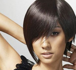 Hyori looks edgy with a short bob hairstyle.