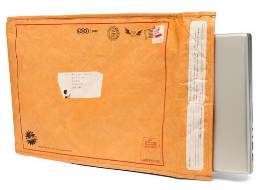 The Undercover Manilla sleeve is a cool and unique laptop sleeve by ThinkGeek. Looks just like a cruddy old envelope!