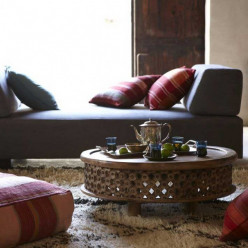 Moroccan style is the allure of a rich culture through vibrant colors and exotic elegance in lamps, rugs, mirrors, accent tables and carved furniture. Image credit: www.modernhomeidea.com