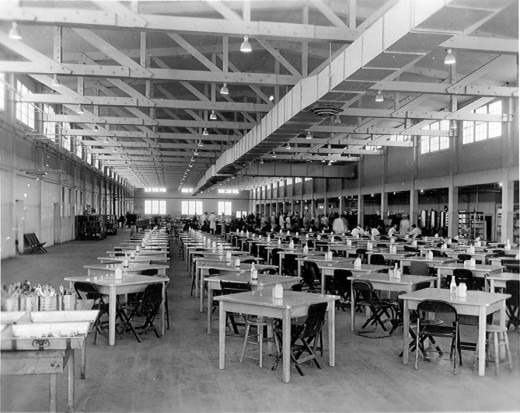 A great bigt mess hall - this one feeds 5,000 hungry GI's at each meal - 30 minutes to wait your turn and then 15 minutes to chow down
