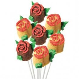 The mini rose bouquet cake pops look declicious to eat.