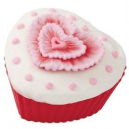The heart embroidered cupcake looks fantastic!